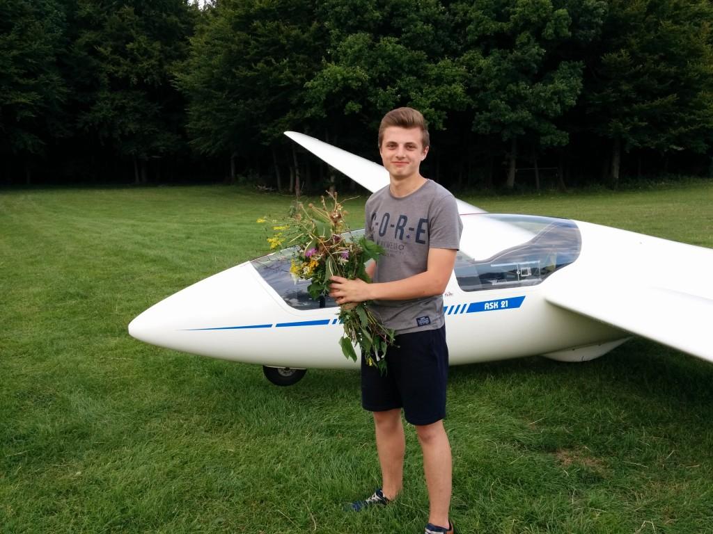 Nach dem ersten Alleinflug - inzwischen ein aktiver Pilot